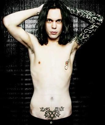 << i love his heartagram tattoo! its hot its hot!